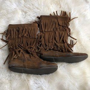 Minnetonka Women's Fringe Boots